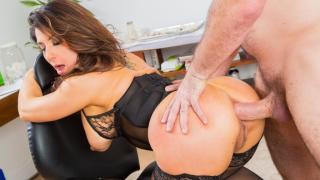 Raven Hart - Naughty MILF Gets Her Ass Satisfied