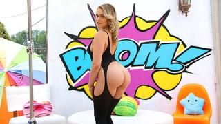 Mia Malkova - Watch Mia's Juicy Bubble Butt Get Split Wide Open