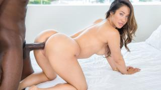 Eva Lovia - Catching Up