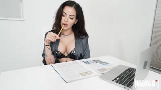 Vivienne Wynter - Buttpluggin' Fun