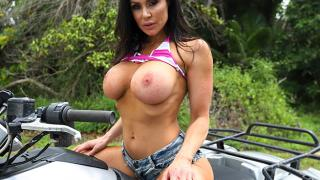 Kendra Lust - Kendra Lust Gets Fucked At the Farm