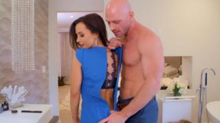 Lisa Ann - How To Date Glam Busty MILF