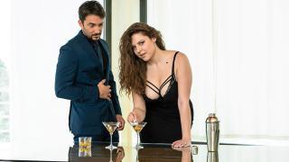 Sofia Curly - Rich MILF Wet Pussy