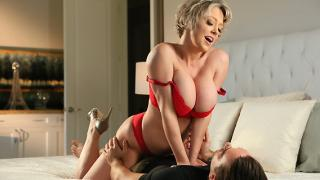 Dee Williams - Step Mom Dee Loves A Hot Mess