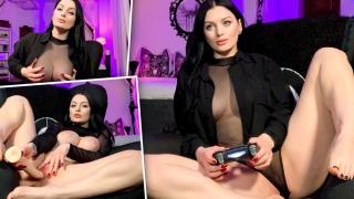 Alissa Noir - Playful Brunette Has Fun In Hot Solo Action