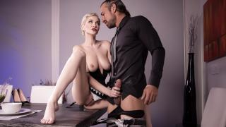 Skye Blue - Pussy Is Served