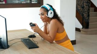 Sarah Lace - My Step Sis Is A Gamer Girl